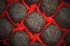 Bonbons au chocolat en rouge images libres de droits