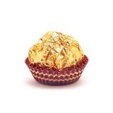 Bonbons au chocolat enveloppés d'or Images stock