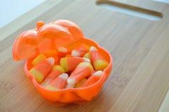 Bonbons au maïs dans un plat de sucrerie Photographie stock