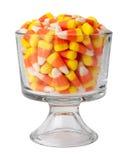 Bonbons au maïs dans un verre de dessert Photographie stock