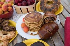 Bonbons auf einer Tabelle Stockfotos