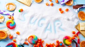 Bonbons avec du sucre image stock