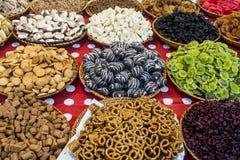 Bonbons colorés sur le marché libre Photos stock