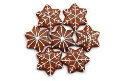 Bonbons décorés par Noël (pain de gingembre) d'isolement Photographie stock libre de droits