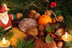 Bonbons sous l'arbre de cristmas. photographie stock