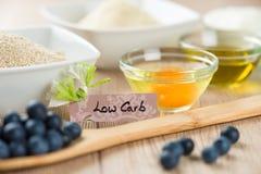Bonbons sur le régime : Ingrédients pour la basse cuisson de petit gâteau de carburateur Image libre de droits