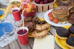 Bonbons sur une table Photographie stock