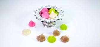 Bonbons thaïlandais - agar croustillant sur le fond blanc Image stock