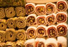 Bonbons traditionnels à plaisir turc de tabouret Photographie stock