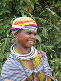 bonda纵向摆在部族妇女 免版税图库摄影