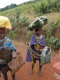Bonda Stammes- Frauen werfen für Portraits auf Stockfotos
