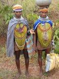 bondastående poserar stam- kvinnor Royaltyfria Bilder