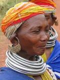 bondaståenden poserar den stam- kvinnan Arkivbild