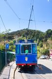 Bonde azul nostálgico a Tibidabo Inaugurado em 1901, ainda usa os mesmos elétricos, assim sendo um de Imagem de Stock Royalty Free