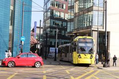 Bonde de Metrolink no centro de Manchester City, Inglaterra Fotos de Stock Royalty Free