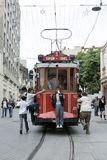 Bonde em Istiklal Caddesi em Istambul em Turquia Foto de Stock Royalty Free