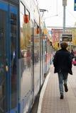 Bonde em uma parada na cidade de Leipzig foto de stock