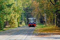 Bonde 71-619KT no parque do outono em Moscou Fotos de Stock