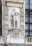 Bonde med brutna kedjor vid Anton Paul Wagner, den Neue småstaden eller New Castle, Wien, Österrike arkivfoto