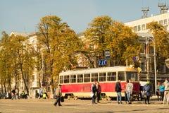 Bonde no centro de cidade de Yekaterinburg fotos de stock royalty free