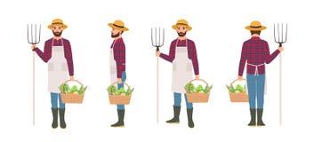 Bonde som isoleras på vit bakgrund För förkläde- och sugrörhatt för jordbruks- arbetare som bärande hållande korg är full av skör stock illustrationer