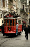 Bonde velho em Istiklal Caddesi (Istambul, Turquia) Imagens de Stock Royalty Free