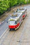 Bonde vermelho em Praga, República Checa imagens de stock