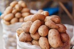 Bondemarknad - potatisar Arkivfoton