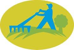 bondeträdgårdsmästarelandscaperen krattar Royaltyfria Bilder