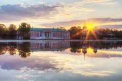 Bondgårdräkning Sheremetev Kuskovo på soluppgång Royaltyfria Foton