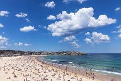 Bondi plaża z chmurnym niebem Obrazy Royalty Free