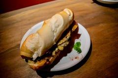 Bondiola猪肉三明治,为晚餐准备 免版税库存照片