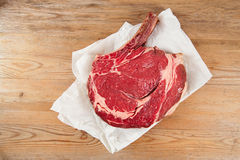 Bone-in lapje vlees van het het oogLapje vlees van de Rib op papier Royalty-vrije Stock Foto's