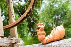 Boneca da formiga feita da argila e do ferro fotos de stock