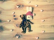 Boneca de dois ursos com coração do marshmallow Imagem de Stock Royalty Free