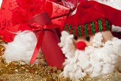 Boneca de Papai Noel um presente do Natal Fotos de Stock