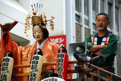 Boneca dos participantes do matsuri do festival de Kanda fotografia de stock