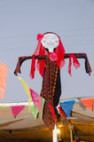 A boneca em um vestido de casamento árabe beduíno tradicional Imagens de Stock
