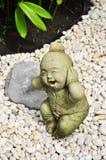 Boneca Handmade da argila nos jardins Fotografia de Stock