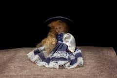 Boneca velha - menina encaracolado com cara sombreada imagem de stock royalty free