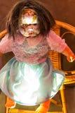 Boneca velha, quebrada assustador Fotografia de Stock Royalty Free