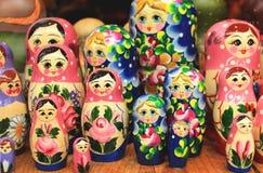 Bonecas coloridas Matreshka do assentamento do russo Imagens de Stock