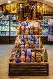Bonecas das lembranças e do russo no armazém do estado gum imagem de stock royalty free