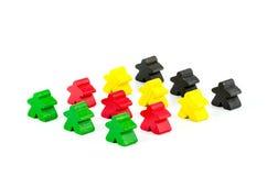 Bonecas de madeira vermelhas, verdes, amarelas e pretas coloridas Imagens de Stock Royalty Free