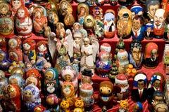 Bonecas do assentamento, brinquedos dos povos do russo Fotografia de Stock Royalty Free
