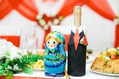 Bonecas do assentamento do russo Babushkas ou matryoshkas Grupo de 2 partes fotos de stock royalty free