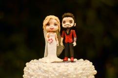 Bonecas do bolo de casamento fotografia de stock