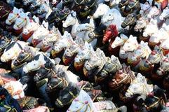 Bonecas do cavalo para ofertas à coisa santamente imagens de stock