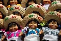 Bonecas mexicanas com sombreiros Imagens de Stock