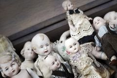 Bonecas velhas da porcelana fotografia de stock royalty free